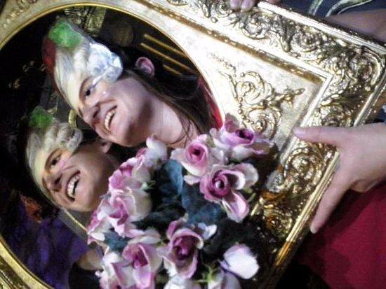 La Chaise-Dieu, Γαλλία: Symbialys baroque : heureuses d'être sortir de l'armoire...