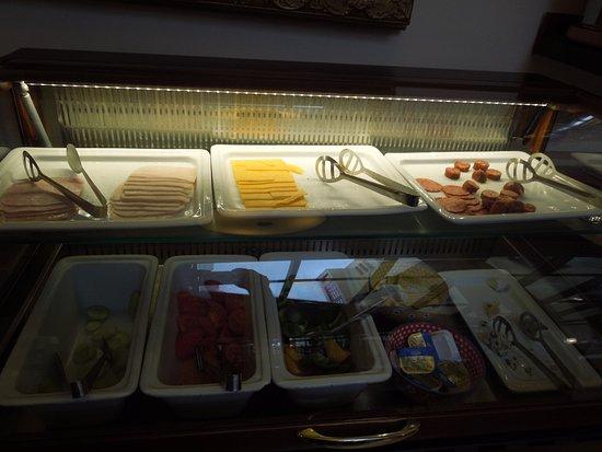 Boutique Hotel Seven Days: colazione con salato vario
