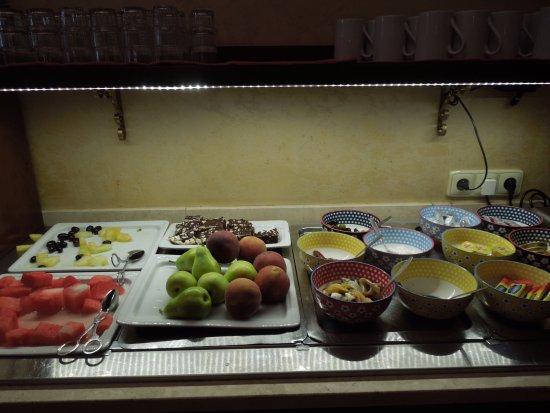 Boutique Hotel Seven Days: colazione con frutta di stagione