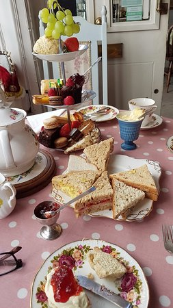 Well Walk Tea Room: Afternoon tea for three: fresh and tasty!
