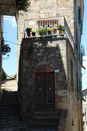 Chiusdino, Italy: Centro storico