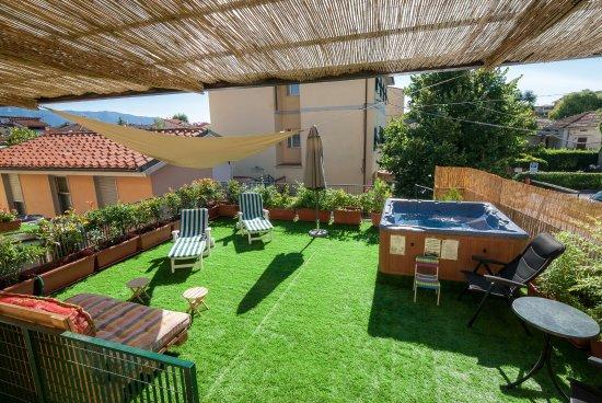 Hotel Bernardino: Terrazza Solarium Con Mini Piscina Idromassaggio.