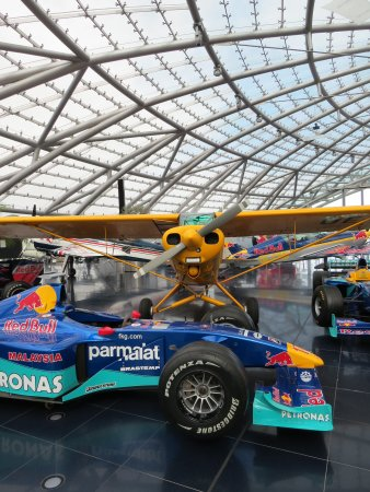 Straaljager photo de red bull hangar 7 salzbourg for Reservation formule 1