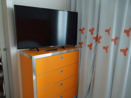 tv in camera da letto - Picture of Hotel Continental, Brno ...