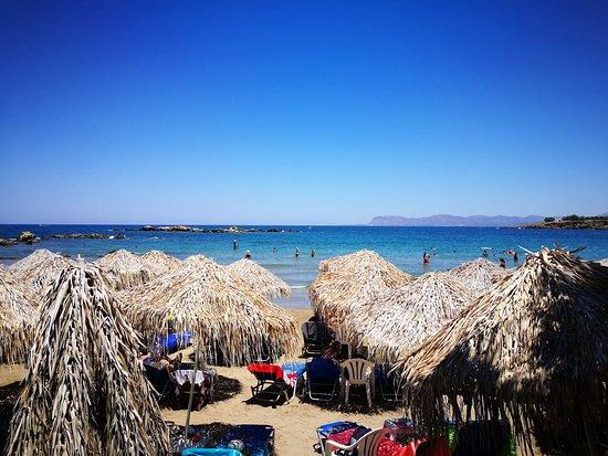 Kalamaki Restaurant Beach Bar: spiaggia vista dal ristorante
