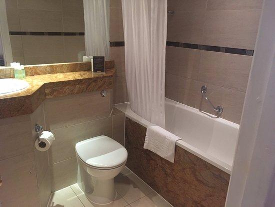 The Old Waverley Hotel: Bathroom