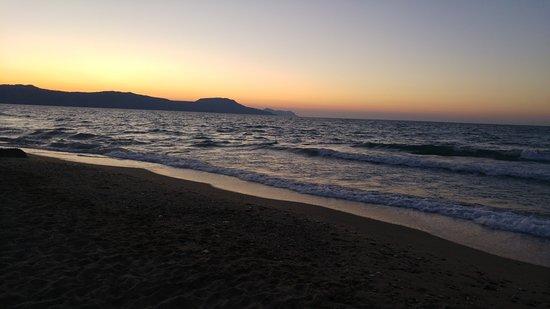Episkopi, Grecja: Nordwind macht das Meer unruhig, teilweise wie am Atlantik