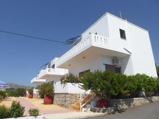 Chorafakia, Grecia: 3 palazzine che guardano la piscina