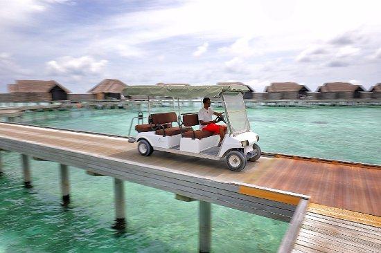Anantara Kihavah Maldives Villas: Buggy transport