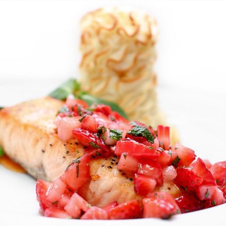 Lower Sackville, Canadá: Baked Salmon with Strawberry Mint Salsa Dinner Special