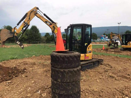Boonsboro, Μέριλαντ: Stacking tires is just part of the fun at Heavy Metal Playground!