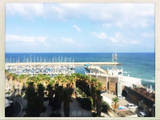 Carlton Tel Aviv: View from our room - 7th floor