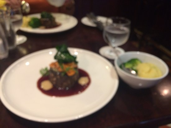 Borris, Ireland: Absolutely lovely beef fish and desert to die for