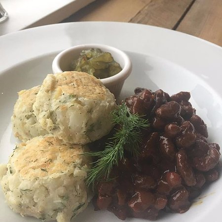 Fall River, Kanada: Traditional East Coast Salt Cod Fish Cakes and Beans