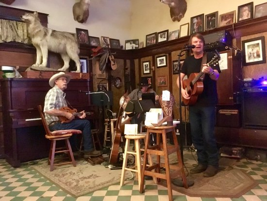 The Historic Occidental Hotel & Saloon and The Virginian Restaurant: Saloon Bar with wonderful Bluegrass musicians