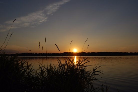 Cheb, Republik Ceko: romantický západ slunce nad nádrží