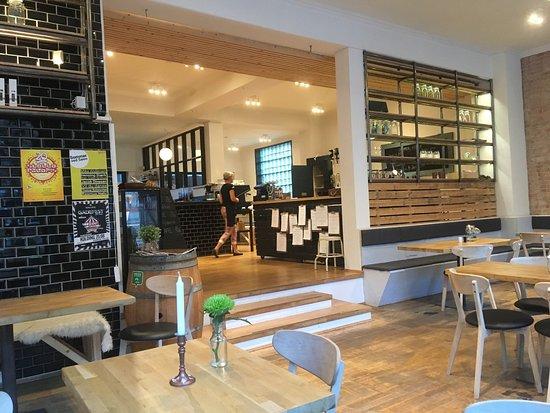 Interieur mooi Deens design en heerlijk verfijnd vis gegeten - Foto ...
