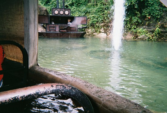 Branson, MO: Scene while riding the Flooded Mine boat ride at Silver Dollar City