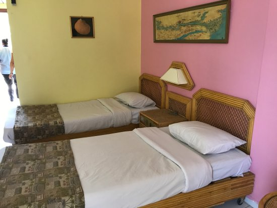 Gaddis Hotel, Suites and Apartments: Double room. Recently renovated