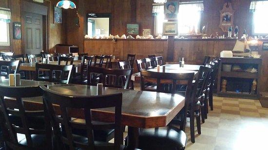 Rensselaer, Nova York: Dingy Dining Room