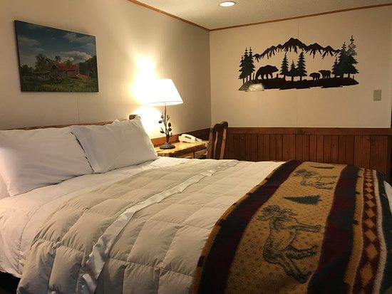 Saratoga Hot Springs Resort: Room 150 (corner room)