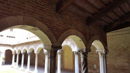 Museo della Cattedrale : i portici del chiopstro di accesso al museo