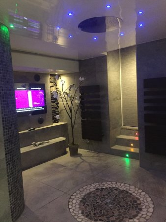 Aphrodites boutique hotel shower