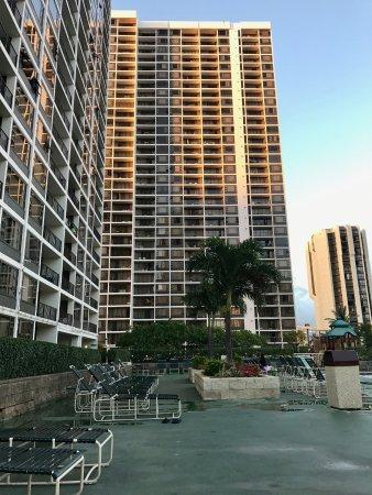 Waikiki Banyan : Pool deck. Towel 2 straight ahead; tower 1 on the left