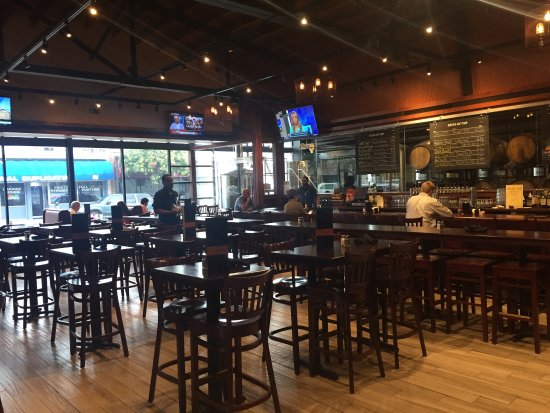 Media, PA: Iron Hill Brewery & Restaurant