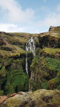 Akranes, Island: Glymur - 2nd highest waterfall in Iceland (Copyright Mimi Ying)