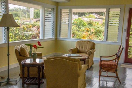 Akikos Buddhist Bed And Breakfast Hale Aloha Living Room Colorful Gardens Outside