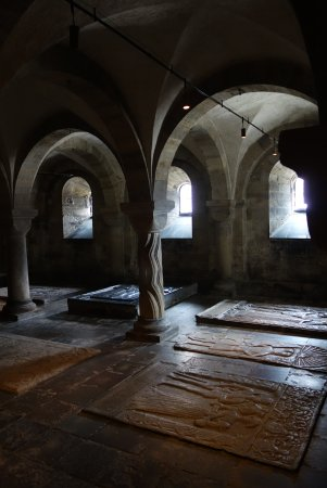 Lund, Suecia: Inside, and down below the sanctuary!