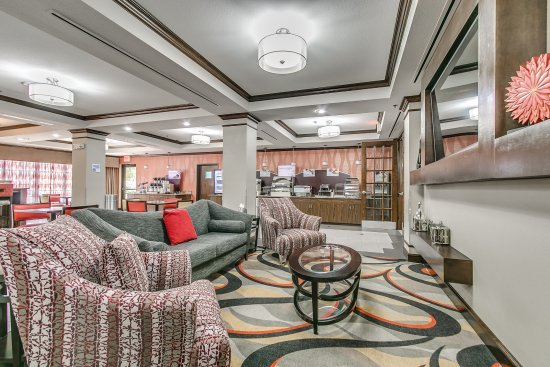 Holiday Inn Express Lubbock South : Holiday Inn Express & Suites Lubbock South Breakfast and Common Area