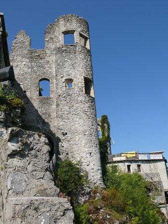 Finkenstein am Faaker See, Austria: Blick auf Burg vom Aufgang