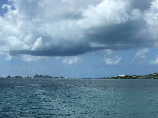 Hamilton, Bermuda: View of the cruise ship from the ferry