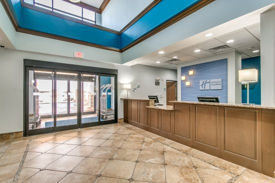 Holiday Inn Express & Suites Lubbock Southwest - Wolfforth Front Desk and Entry