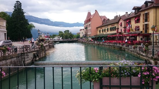 Annecy picture of la vieille ville annecy tripadvisor for Piscine a annecy