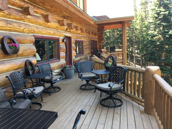 The Silver Lake Lodge: Back deck with great mountain view