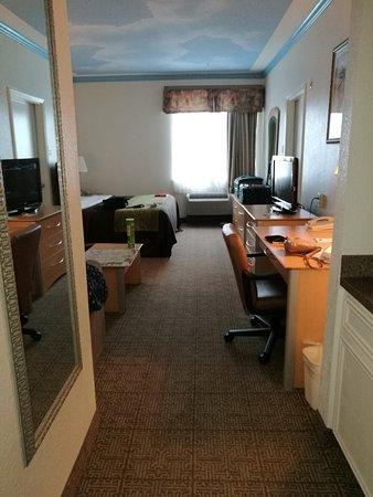 Captain Inn & Suites Photo