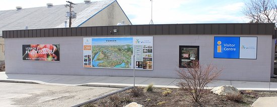 Tourism Vernon Visitor Centre: Side view of our visitor centre, with a great illustrated map of Vernon
