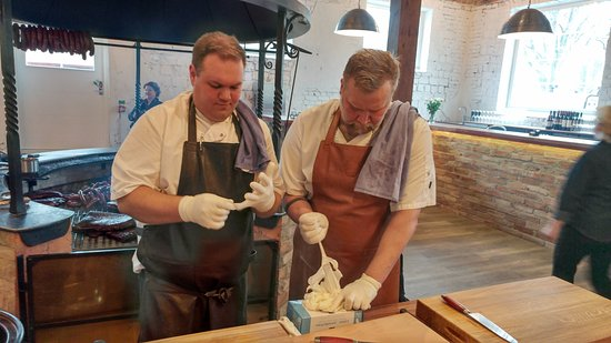 Ramnaes, สวีเดน: Grillmästare vid serverigen