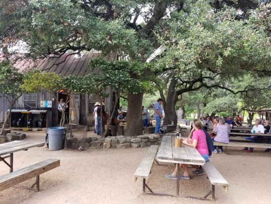 Luckenbach, TX: Eating area