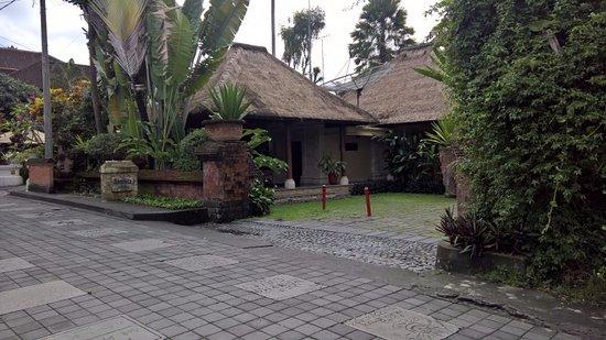 Samhita Garden: Hotel Entrance