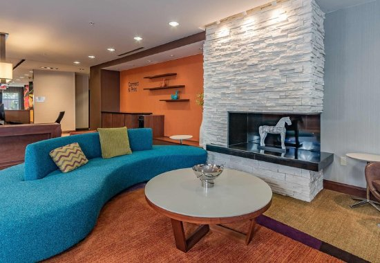 Elkhart, IN: Lobby Seating Area