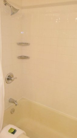 State Plaza Hotel: Shower