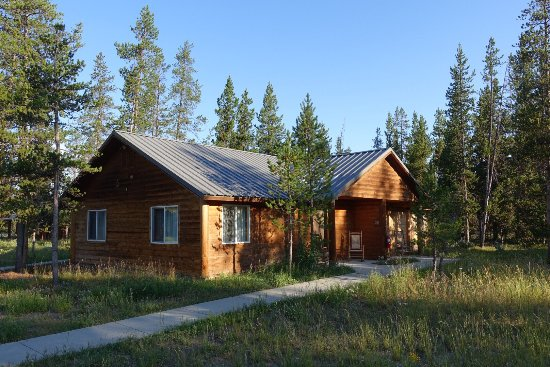 Exterior view photo de headwaters lodge cabins at for Headwaters cabins gran teton recensioni