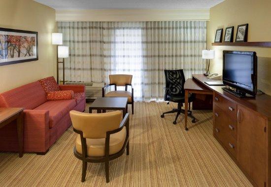 Harrisonburg, VA: King Suite Living Area