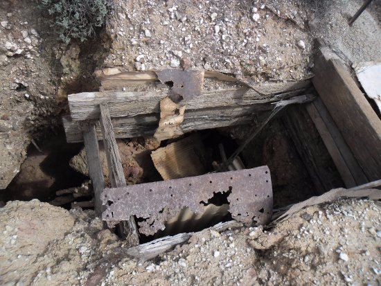 Abandoned Mine Shaft - Picture of Coolgardie GoldRush Motels