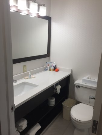 Comfort Inn Halifax: Great sink space