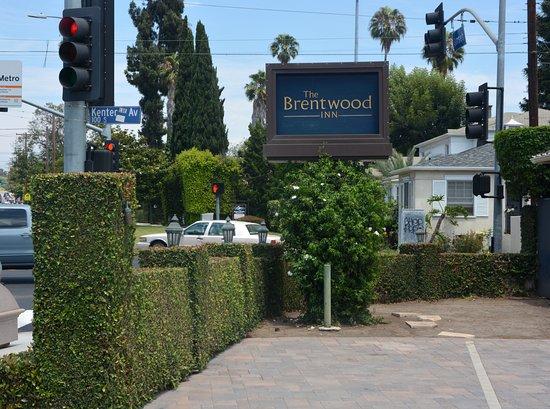 The Brentwood Inn: Sign on W. Sunset Blvd